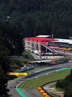 Lewis Hamilton, Mercedes AMG F1 W06 leads Jenson Button, McLaren MP4-30 and Marcus Ericsson, Sauber C34
