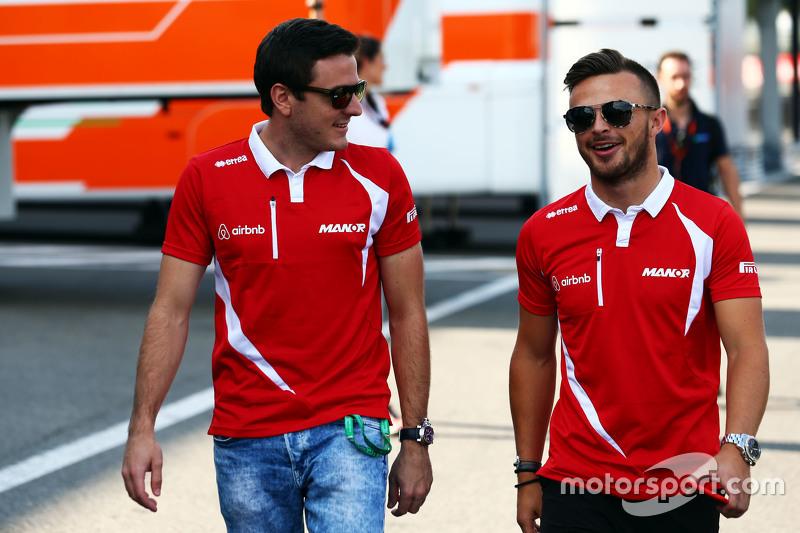 (Kiri ke Kanan): Fabio Leimer, Manor F1 Team Test dan Reserve Driver dengan Will Stevens, Manor F1 Team