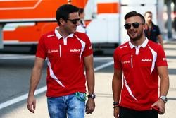 (L to R): Fabio Leimer, Manor F1 Team Тестовий та резервний гонщик з Уілл Стівенс, Manor F1 Team