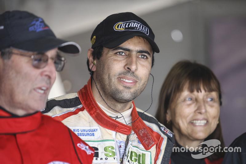 Family team. Sang ayah, Gabriel Ponce de Leon, Ponce de Leon Competicion Ford, dan sang ibu.
