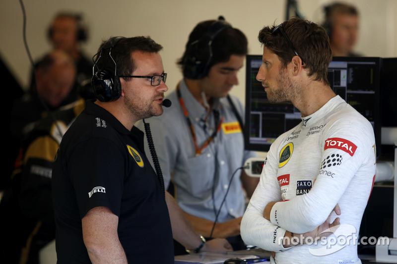(Kiri ke Kanan): Julien Simon-Chautemps, Lotus F1 Team Race Engineer dengan Romain Grosjean, Lotus F