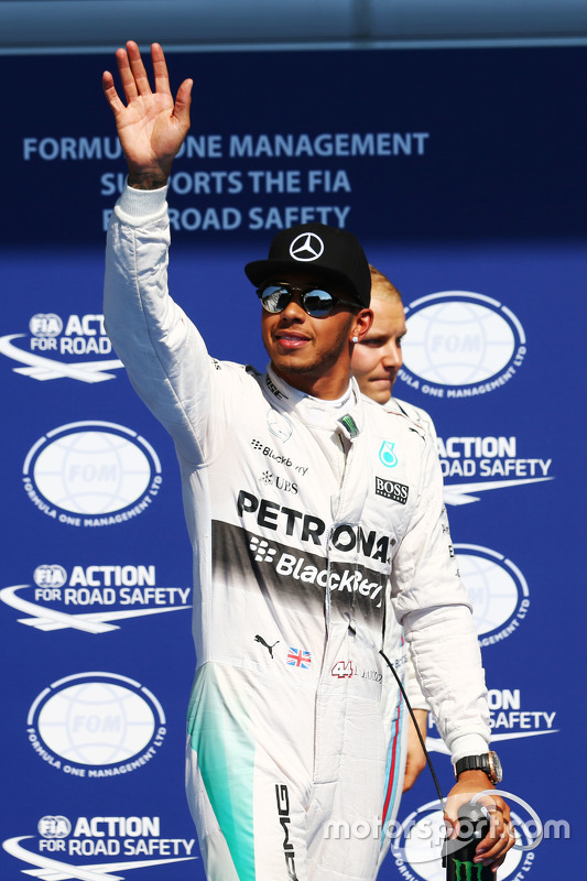 Lewis Hamilton, Mercedes AMG F1 viert pole in parc ferme