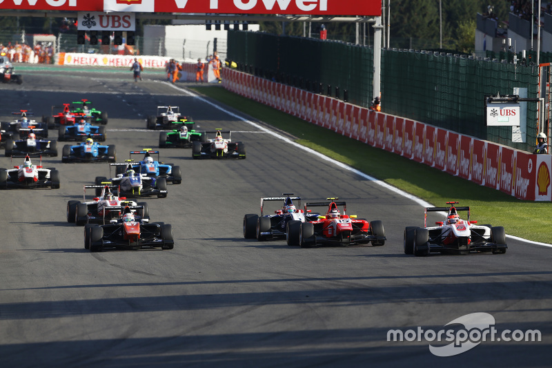 Start: Esteban Ocon, ART Grand Prix, dan Luca Ghiotto, Trident & Emil Bernstorff, Arden International