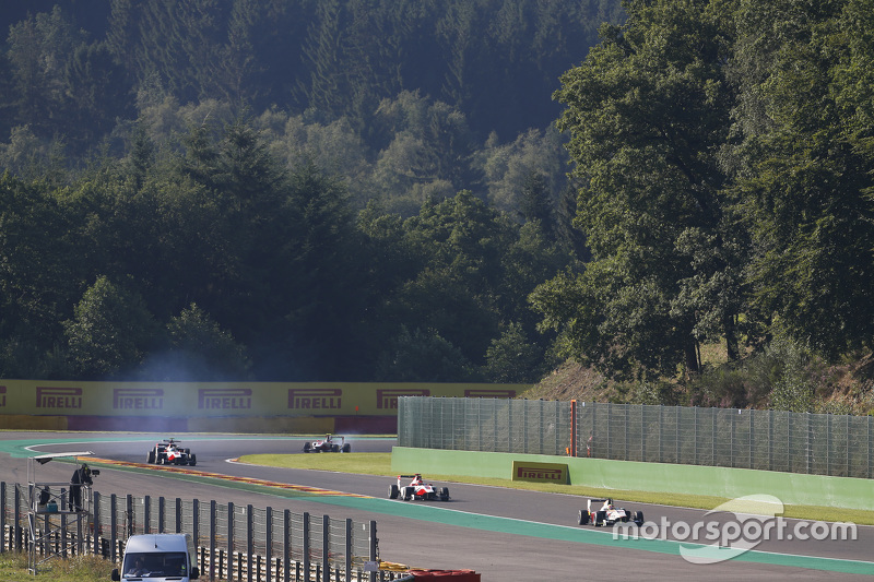 Alex Palou, Campos Racing memimpin di depan Esteban Ocon, ART Grand Prix & Alfonso Celis Jr., ART Grand Prix