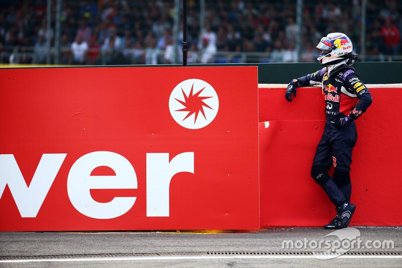 Daniel Ricciardo, Red Bull Racing tersingkit dari balapan