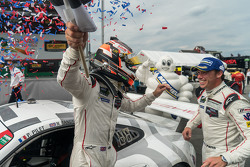 Победители Патрик Пиле и Ник Тэнди, Porsche North America Porsche 911 RSR