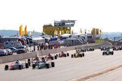 Старт: Джоэль Эрикссон, Motopark, и Марвин Динст, HTP Junior