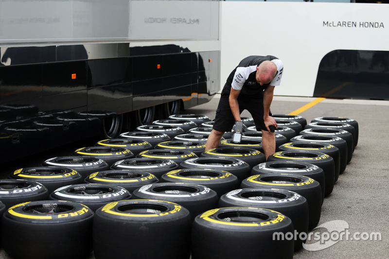 McLaren mechanic with Pirelli tyres