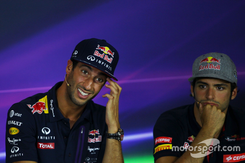 Daniel Ricciardo, Red Bull Racing, und Carlos Sainz Jr., Scuderia Toro Rosso