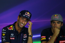 Daniel Ricciardo, Red Bull Racing and Carlos Sainz Jr., Scuderia Toro Rosso