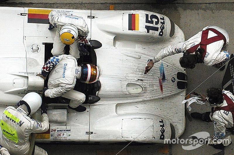 1999 год. Экипаж Пьерлуиджи Мартини, Янника Дальма и Йоахима Винкельхока, BMW V12 LMR