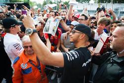 Lewis Hamilton, Mercedes AMG F1 met blond haar