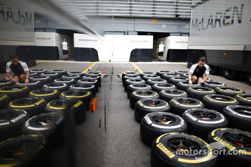 McLaren engineer with Pirelli tires