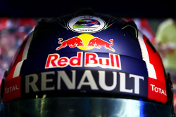 Justin Wilson sticker on helmet of Daniil Kvyat, Red Bull Racing