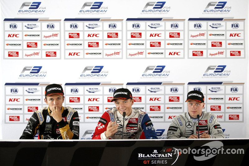 Pressekonferenz: 2. Alexander Albon, Signature; 1. Jake Dennis; 3. Felix Rosenqvist, Prema Powerteam