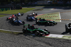 Sandy Stuvik, Status Grand Prix and Alex Fontana, Status Grand Prix leads Pal Varhaug, Jenzer Motorsport and Ralph Boschung, Jenzer Motorsport