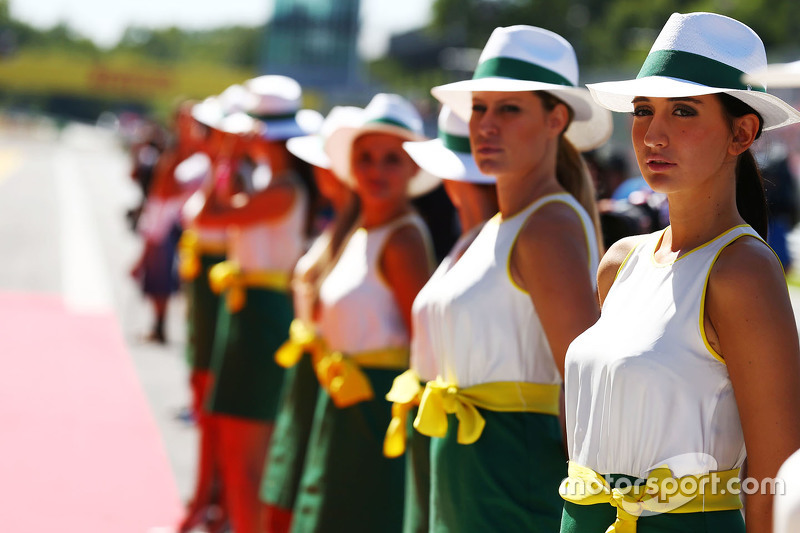 Gridgirls bei der Fahrerparade