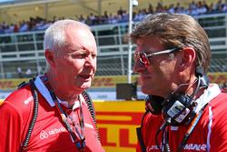 Джон Бут, руководитель Manor F1 Team и Грэм Лоудон, исполнительный директор Manor F1 Team на стартовой решетке