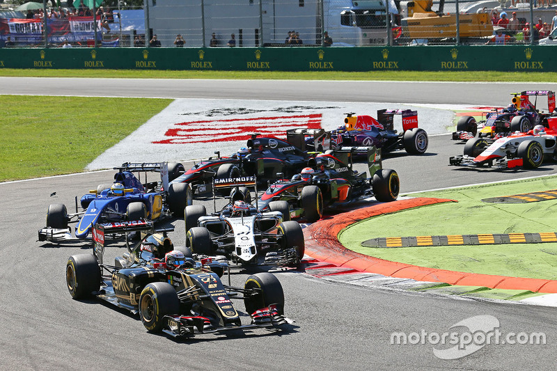 Romain Grosjean, Lotus F1 E23 at the start of the race.