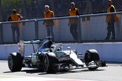 Победитель гонки - Льюис Хэмилтон, Mercedes AMG F1 W06 празднует в закрытом парке