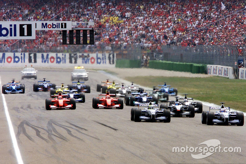 Start: Juan Pablo Montoya in front of Ralf Schumacher