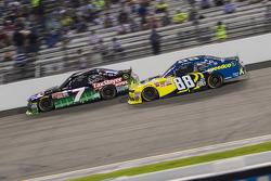 Regan Smith, JR Motorsports Chevrolet dan Josh Berry, JR Motorsports Chevrolet