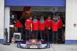 Mechanics on front of the car of Mattias Ekström, Audi Sport Team Abt Sportsline, Audi A5 DTM