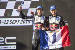 Les vainqueurs et champions du monde 2015 Sébastien Ogier et Julien Ingrassia, Volkswagen Polo WRC, Volkswagen Motorsport