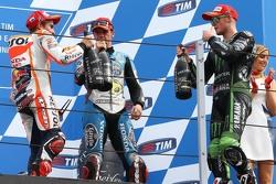 Podium : Le vainqueur Marc Marquez, Repsol Honda Team, le troisième Scott Redding, Marc VDS Racing Honda, et le deuxième Bradley Smith, Tech 3 Yamaha