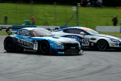 #1 Ecurie Ecosse BMW Z4 GT3: Marco Attard, Alexander Sims menabrak #407 Beechdean AMR Aston Martin G