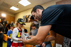 Джіммі Джонсон, Hendrick Motorsports Chevrolet visits the pediatric ward at Kansas City's University of Kansas hospital