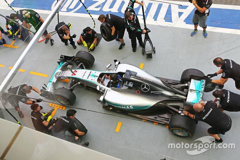 Mercedes AMG F1 Team beim Boxenstopp-Training