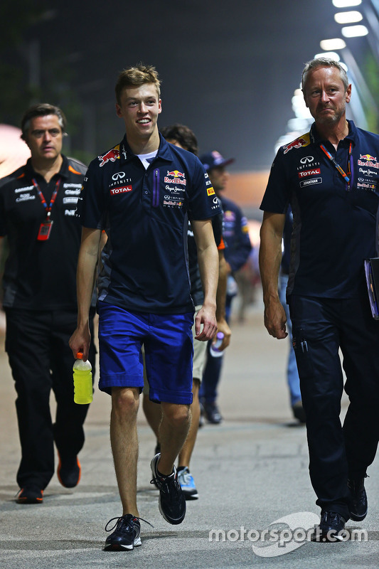 Daniil Kvyat, Red Bull Racing with Jonathan Wheatley, Red Bull Racing Team Manager