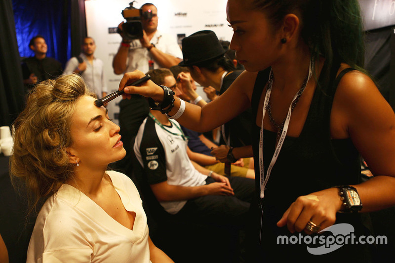 Кармен Хорда, Lotus F1 Team гонщик розвитку at the Amber Lounge Fashion Show
