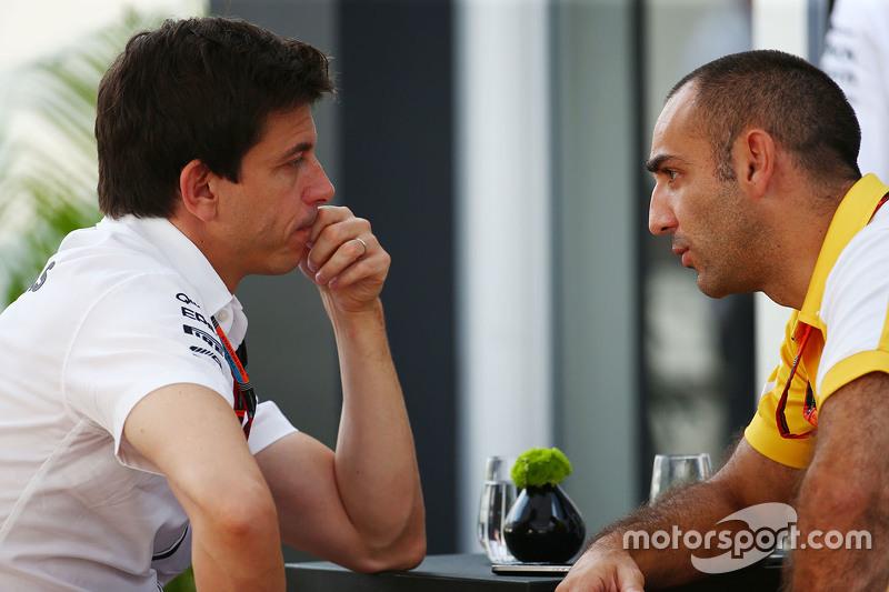 Toto Wolff, Mercedes-Sportchef, mit Cyril Abiteboul, Renault Sport F1, Geschäftsführer