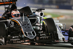 Nico Hulkenberg, Sahara Force India F1 VJM08 y Felipe Massa, Williams FW37 chocan en la carrera