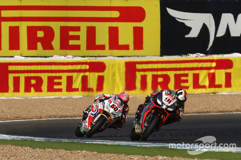 Leon Haslam, Aprilia Racing Team; Michael van der Mark, Pata Honda
