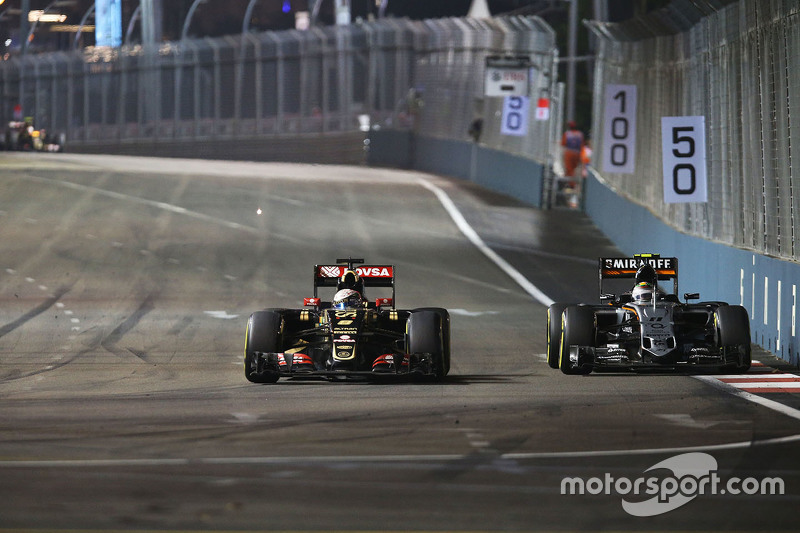 Romain Grosjean, Lotus F1 E23 and Sergio Perez, Sahara Force India F1 VJM08 battle for position