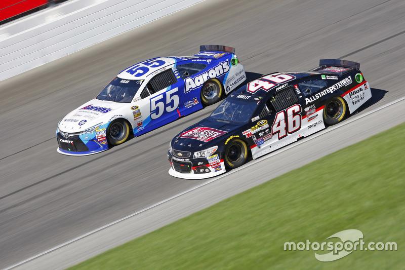 Майкл Аннетт, HScott Motorsports Chevrolet та Девід Реген, Michael Waltrip Racing Toyota