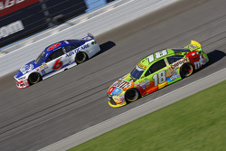 Kyle Busch, Joe Gibbs Racing Toyota; Trevor Bayne, Roush Fenway Racing Ford