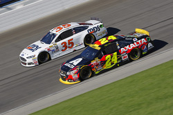 Jeff Gordon, Hendrick Motorsports Chevrolet and Cole Whitt, Front Row Motorsports Ford