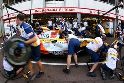 Renault F1 Team, R27, pitstop practice