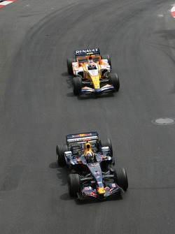 David Coulthard, Red Bull Racing, RB3 leads Heikki Kovalainen, Renault F1 Team, R27