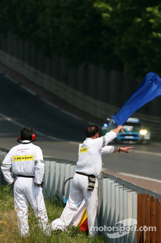 Course marshalls at work at 24 Hours of Le Mans - Le Mans Photos