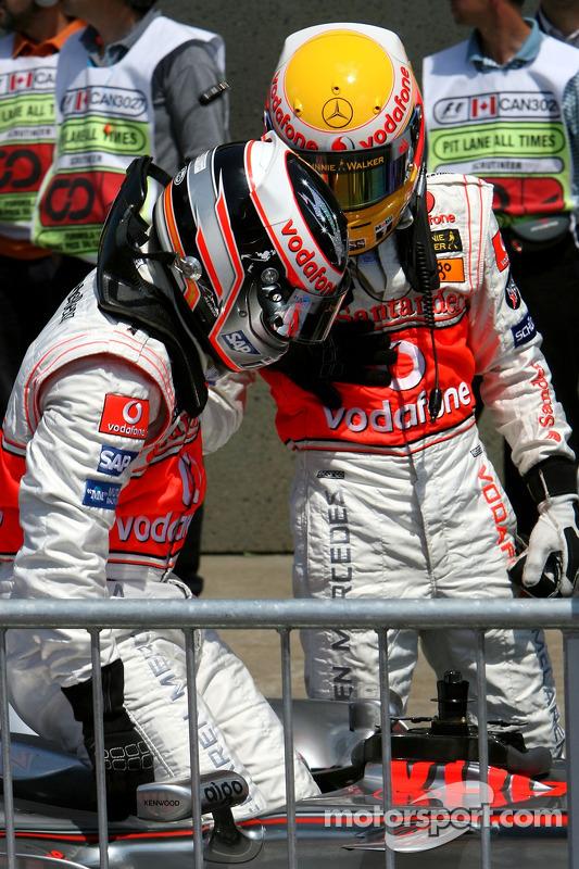 Ganador de la pole position Lewis Hamilton, McLaren Mercedes, MP4-22, segundo puesto  Fernando Alonso, McLaren Mercedes, MP4-22