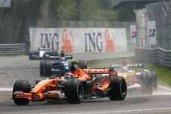 Christijan Albers, Spyker F1 Team, F8-VII and Heikki Kovalainen, Renault F1 Team, R27
