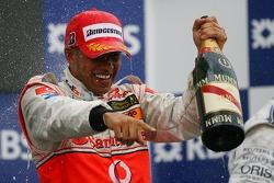 Podio: ganador de la carrera Lewis Hamilton, McLaren Mercedes