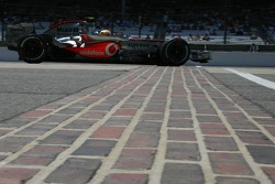 Feature at Start / Finish Line, Lewis Hamilton, McLaren Mercedes, MP4-22