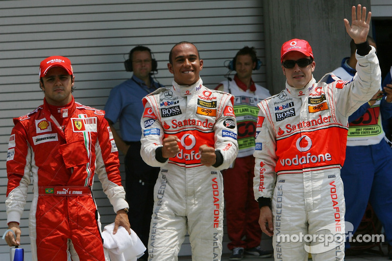 Ganador de la Pole Position Lewis Hamilton, McLaren Mercedes, MP4-22, segundo puesto, Fernando Alonso, McLaren Mercedes, MP4-22 y tercer puesto Lewis Hamilton