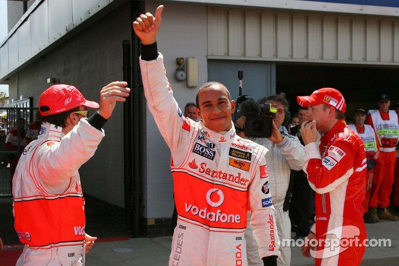 Ganador de la Pole Position Lewis Hamilton, McLaren Mercedes, MP4-22, segundo  Kimi Raikkonen, Scuderia Ferrari, F2007, tercero Fernando Alonso, McLaren Mercedes, MP4-22